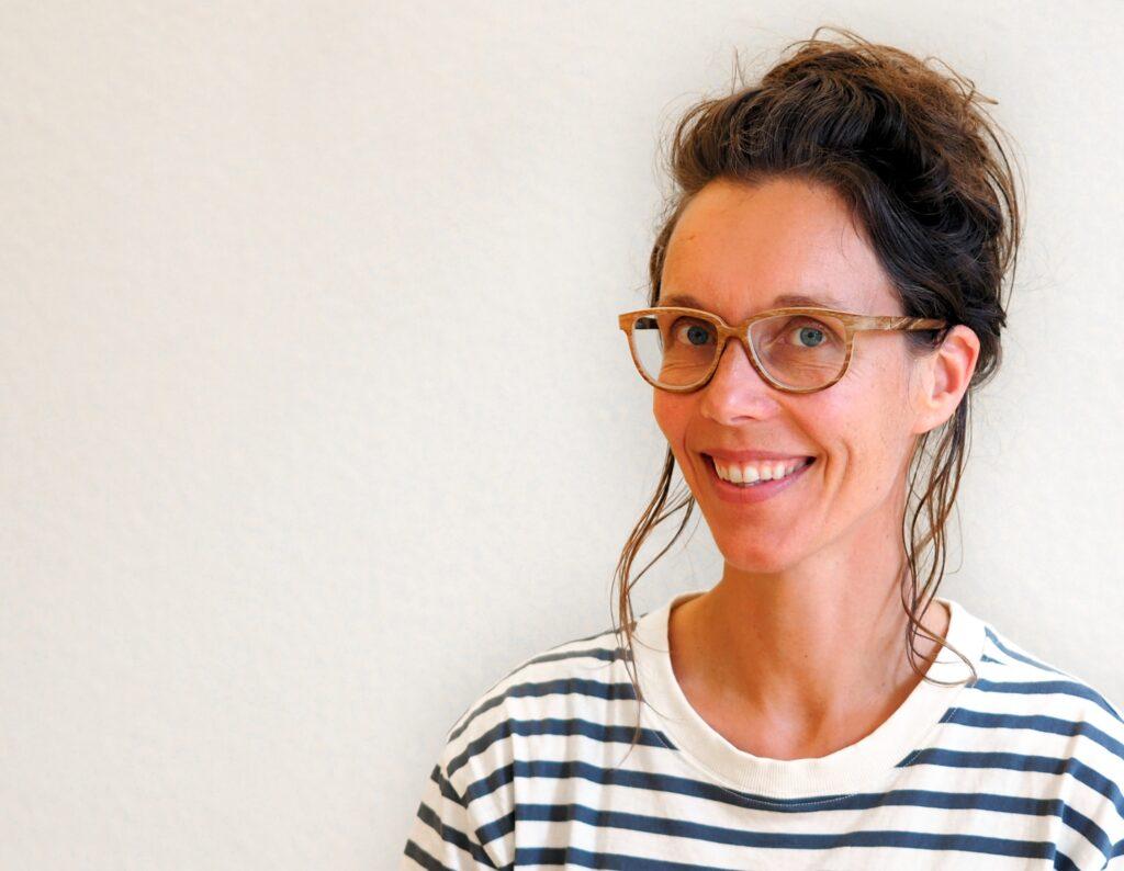Sonja Engler unterrichtet Yogakurse in St. Gallen. Sie hat eine vierjährige Ausbildung zur Yogalehrerin und ist Klangtherapeutin nach Elisabeth Dierlich (i.A.)